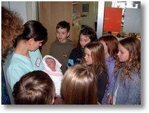 Die Klasse 4 der Sonnenschule Attendorn im Attendorner Krankenhaus