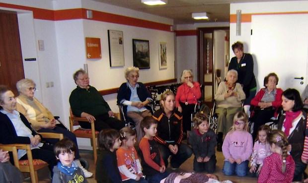 Kindergarten St. Josef zu Gast im Seniorenhaus St. Liborius
