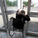 Rollstuhlprojekt St. Ursula Gymnasium: Schwieriges Türöffnen