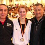 v.l. Coach: Adem Bolatli, Carolin und ihr Trainer Antonio Barbarino