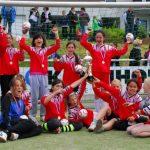 Stolz und mit großer Freude bejubelten die Mädchen der Sonnenschule ihren Pokalsieg der Grundschulen des Kreises Olpe