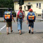 151.000 Erstklässler werden in Nordrhein-Westfalen am 20. August eingeschult. Die Kreisverkehrswacht Olpe bittet alle motorisierten Verkehrsteilnehmer, sich besonders im Umfeld von Schulen bremsbereit zu halten.                                                                      Foto: Landesverkehrswacht NRW