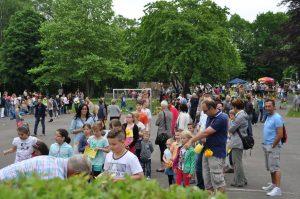 Über 1 000 Kinder und Eltern nahmen am ersten gemeinsamen Schulfest der Sonnenschule am Schulstandort Neu-Listernohl teil Foto: Karl-Hermann Ernst