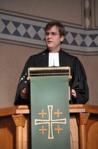 Pfarrer im Probedienst Oliver Bretschneider hielt seine erste Predigt in Attendorn zum Erntedanktag Foto: Karl-Hermann Ernst