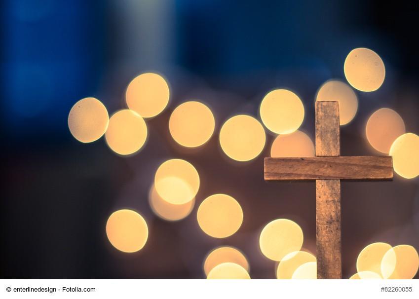 Hölzernes Kreuz - Gottesdienst