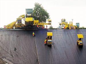 """Die """"1-Mio-Euro-Maschine"""" bei den Sanierungsarbeiten- Foto: Ruhrverband"""