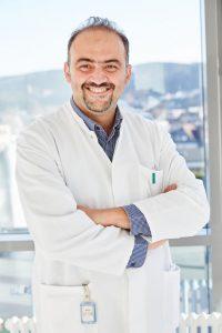Pneumologe Michael Arattukulam und Proktologe Mohamad Hadid leiten die beiden neuen Sektionen an der HELIOS Klinik Attendorn. (Fotos: Kathrin Menke)