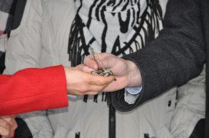 Schlüsselübergabe (2)