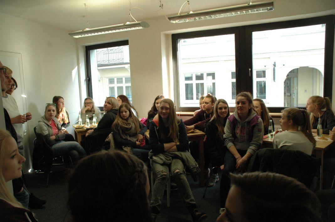 Rund 30 Jugendliche wollen bei der Gestaltung des Jugendcafés mitmachen.