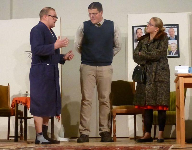 Schräge Typen und pfiffige Dialoge: die Markenzeichen der Theatergruppe Helden ( Premiere am 23. Oktober 2015)