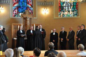 Die Schulleiter, Kollegen und Freundinnen gaben für Christiane Berthold Voten und Segenswünsche ab Foto: Karl-Hermann Ernst