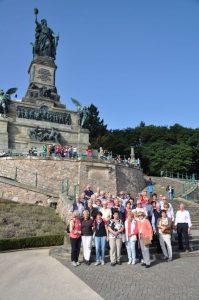 Die 46 Seniorinnen und Senioren der CDU-Senioren-Union besichtigten auch das UNESCO Kulturerbe Niederwalddenkmal oberhalb von Rüdesheim am Rhein Foto: Karl-Hermann Ernst