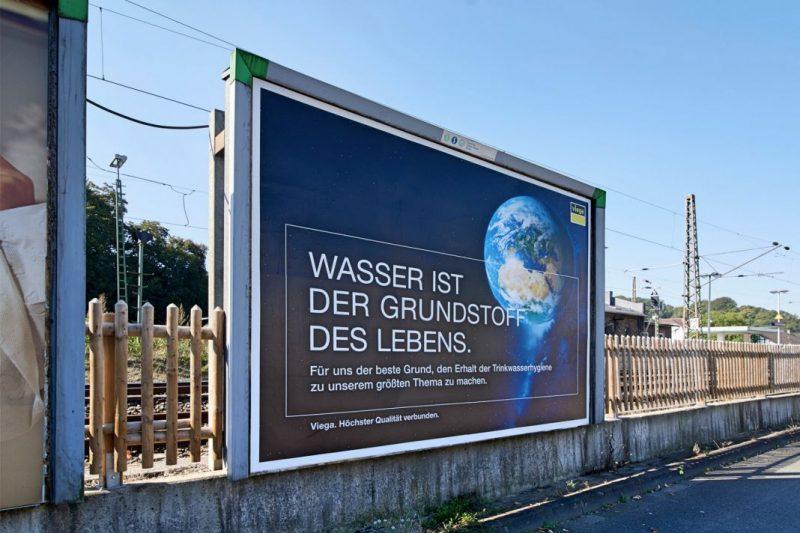 Viega Plakatwände am Grevenbrücker Bahnhof
