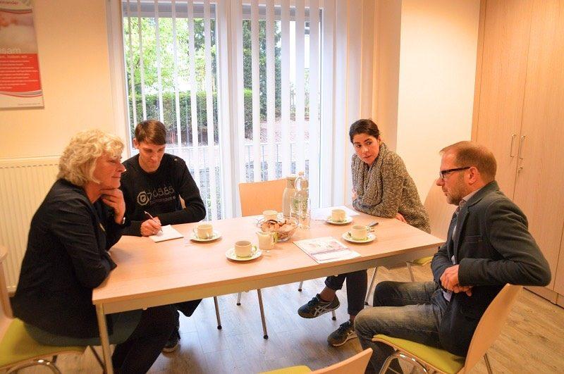 Petra Crone besucht Caritas Tagespflege