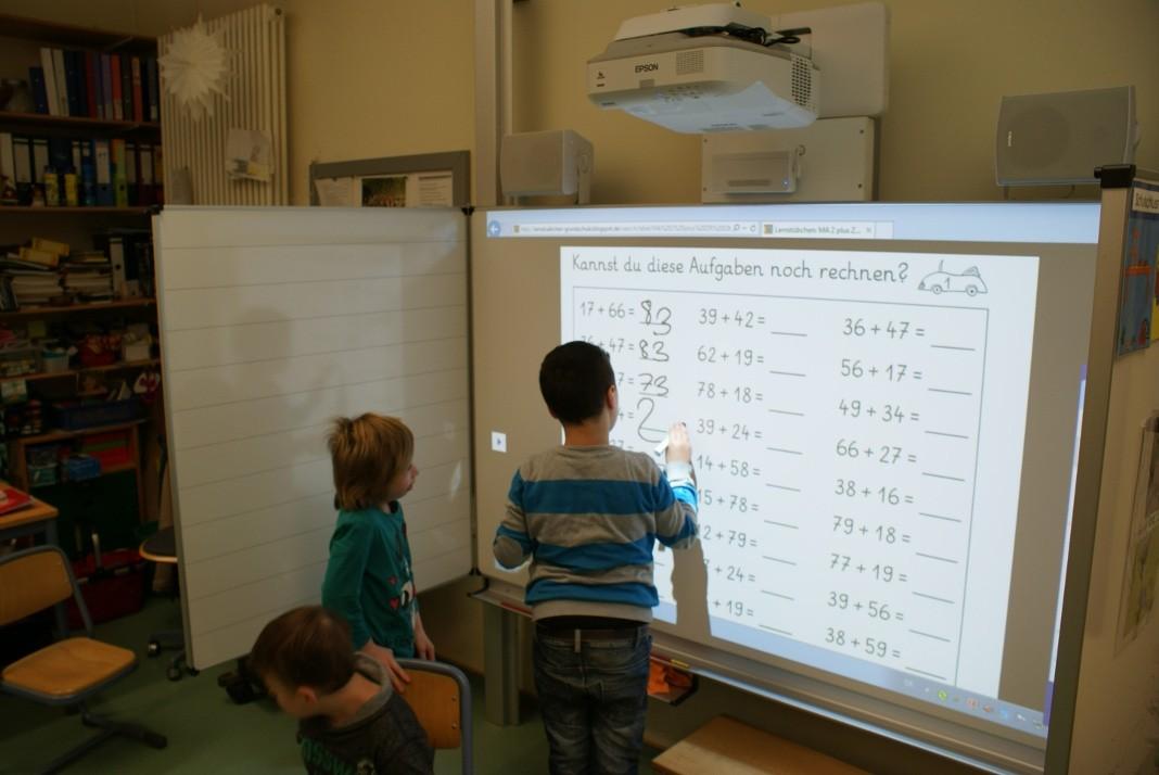 Digitale Tafeln an der St  Laurentius Schule  u2022 Attendorner Geschichten   Attendorn News