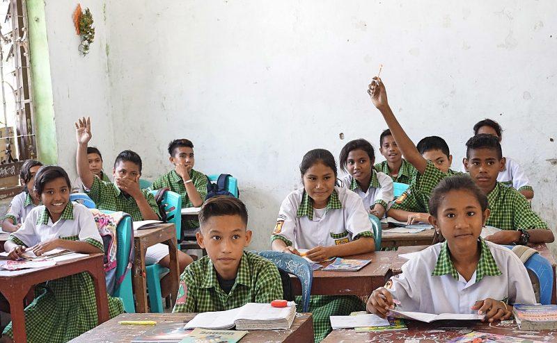 Realschulklasse auf Sumba - St.-Ursula-Realschule Attendorn Sumba Schulprojekt