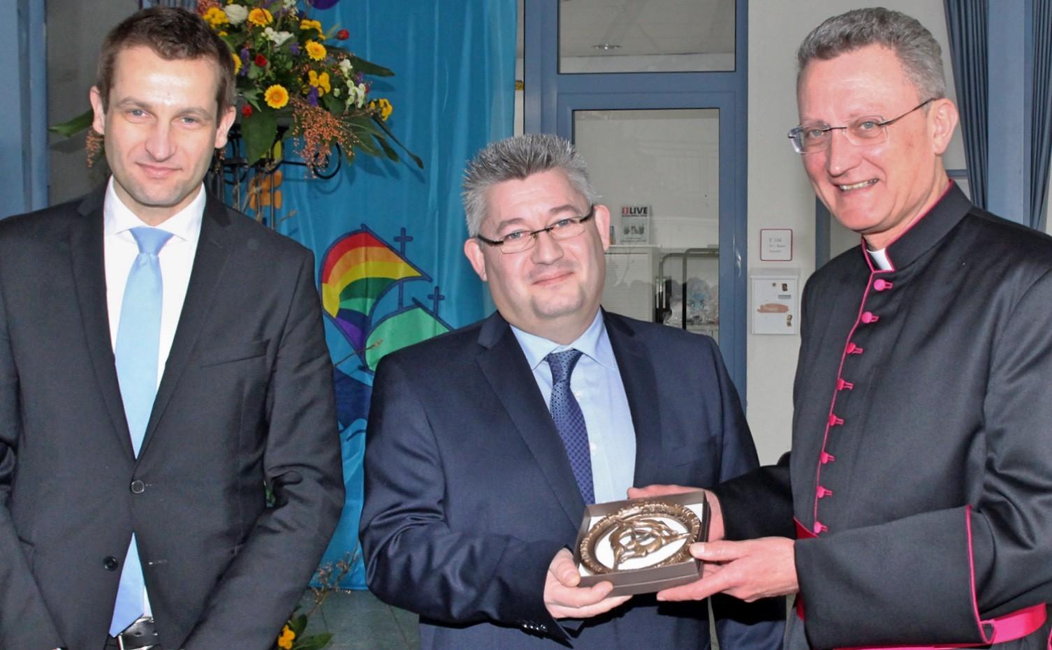 St ursula realschule offizielle amts bergabe an rektor for Koch paderborn