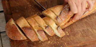 Brot schneiden - Unfallgefahr