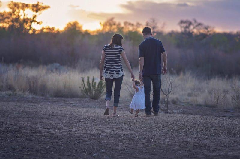 Familie im Abendlicht