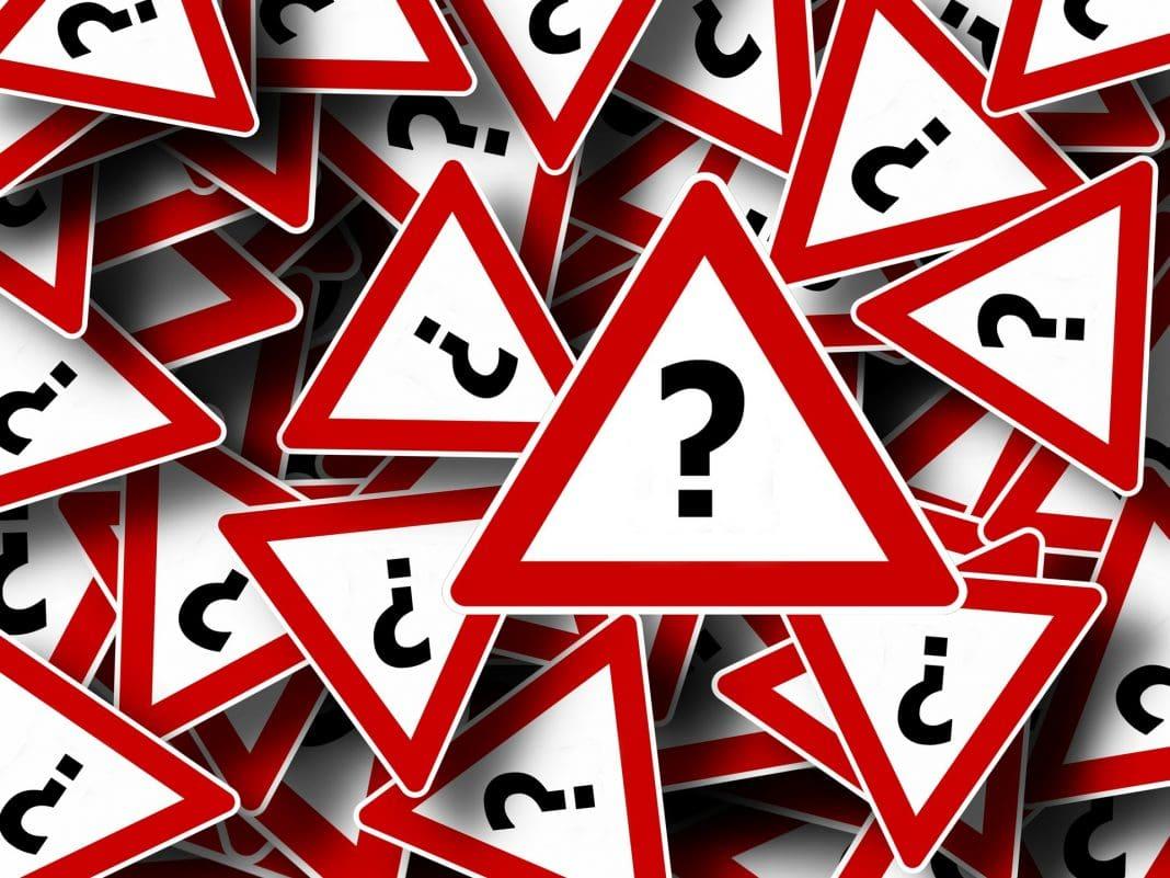 Fragezeichen - Verkehrsschilder - FAQ - Fragen über Fragen
